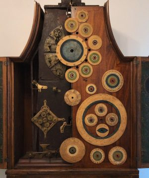Blick ins Uhrwerk der Bodenstanduhr mit astronomisch-chronologischem Mechanismus. 🕰 Sie wurde 1810/1815 vom ...