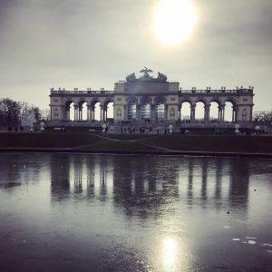 Gloriette on Ice❄️ #sonntagsspaziergang #schlossschönbrunn #gloriette #winter #vienna Cafe Gloriette - Schloss Schoenbrunn