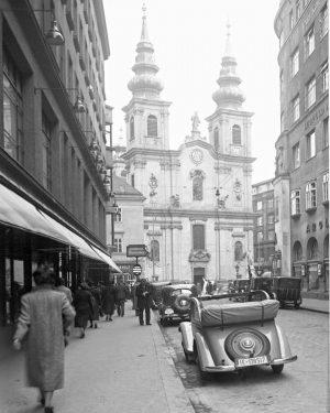 Blick aus der Kirchengasse auf die Mariahilfer Kirche. Der erste Sakralbau wurde hier 1660 errichtet. Gemeinsam mit...