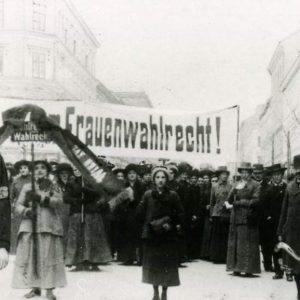 SIE MEINEN ES POLITISCH! Mit der Gründung der Republik vor 100 Jahren wurde ...