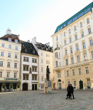 💛 Juden Platz and what is there to see? 💛 Love this square for its architecture, it...
