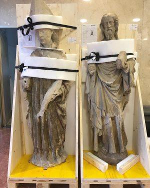 #WienMuseum on the Move 🙌 Zwei Sandsteinfiguren aus St. Stephan, Jesus und der Heilige Ulrich, warten in...