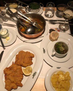 #vienna #austria #dinner #빈 #오스트리아 #여행스타그램 #슈니첼 #tartare #비엔나 첫만찬 ㅋ