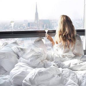 Cheers to the weekend! 🥂credits: @teljanneito #Sovienna #feelthepulse #sohotel #sohotels #hotel #cozy #luxury #lifestyle SO/ VIENNA
