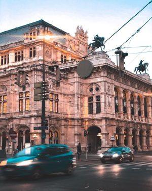 Friday afternoon in Vienna 💫 . . . . . #wonderlustvienna #ig_vienna #visitvienna #igersvienna #виена #streetsofvienna #viennadaily...