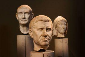 Capetoste . . . #PCPÒ #marble #sculpture #wesanderson #instatravel #instawien #wien #kunst #kunsthistorischesmuseum #semper