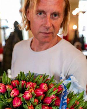 Happy Valentine's day, Vienna! Gert brought you flowers⚘❤ #happyvalentinesday #enjoyeiles #coffeeart #cafeeiles #altwienerisch #wien #vienna #eiles #wienerkaffeehaus...