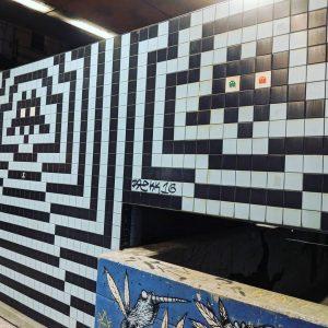 #wien #vienna #streetart #streetartvienna #streetartwien #tile #tiles #tileart #fliesen #fliesenkunst #spaceinvaders #pacman #mumok