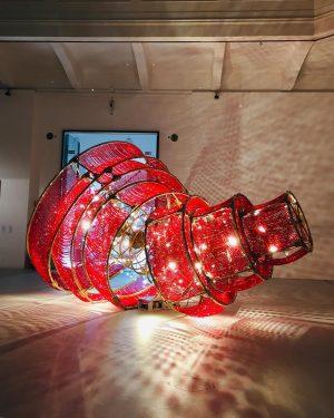 🏮#happychinesenewyear 🐷 #descendinglightwithamissingcircle #aiweiwei #mak_vienna #makwien #exhibition #chinesewhispers #siggcollection #chineseart #contemporaryart #kunst #art #red #rot #museumfürangewandtekunst #wien...