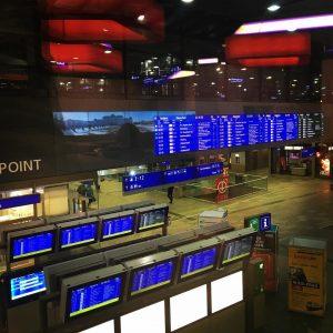 #öbb #wienhauptbahnhof #monitors #departure #mainhall #blue #vienna