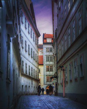#blutgasse #moodyvienna #viennascene #wienmalanders #viennaonly #wien #wienliebe #altmodisch #wien #wien🇦🇹 #wien_love #wienstagram #vienna #vienna_austria #vienna_city #viennanow #viennastravel...