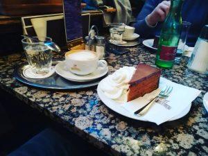 Ebéd utáni süti és kávé #bécs #bécsben #bécsifekete #wien #vienna
