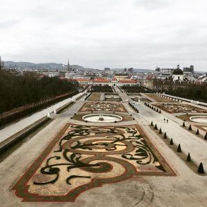 Вена - это город в котором одно строение лучше другого, но я влюбилась в этот дворцовый комплекс...