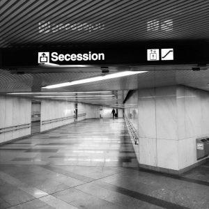 #secession #métro #ubahn Ⓜ️🇦🇹 #vienne #wien #vienna Combien sommes nous sur Terre ? Combien de Viennois détestent...