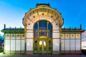Antiguo café de Karlsplatz, totalmente dado por la mano de Gustav Klimt: ornamentación ...