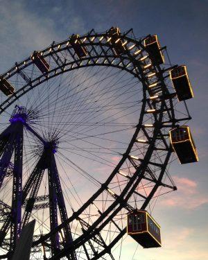 A roda gigante mais antiga do mundo! ⠀ ⠀ A entrada do parque é gratuita. Você apenas...