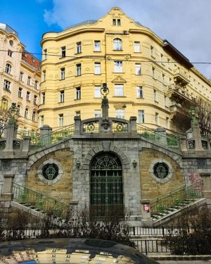 Die Filgraderstiege versteckt sich in #Mariahilf und bereichert Wien seit 1907! 😮😊 Durch die Linse von @dixi.benda....