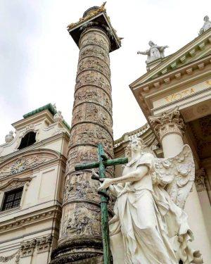 Lorenzo Mattinelli si ispiró alla colonna traiana di Roma, questo angelo rappresenta il vecchio testamento. . ....