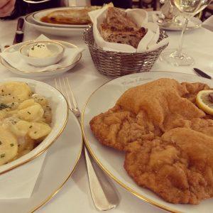 🥨Manger Viennois 🥨 On a testé la plupart des spécialités (même un bouillon avec de la langue...