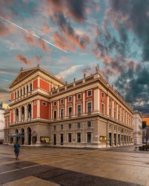 La Wiener Musikverein de Viena, Austria, es un edificio que alberga varias salas ...