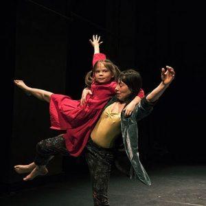 Ergreift die Chance! TIGER LILIEN (10+) spielt die letzten Vorstellungen! »Eine bewegte und bewegende Tanz-Performance […], in...