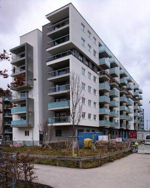 Wohnhaus kurz vor Fertigstellung, Sonnwendviertel, Wien. #wien #österreich #architektur #architecture #vienna #austria #igersvienna #vienna_austria #youshouldbettereatarchitecture #housing #wohnbau