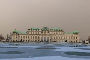 Wintervibes at the Palace Belvedere and the frozen pond. Wish you a wonderful ...