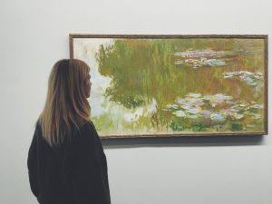 #travel #travelgram #vienna #austria #travelblogger #travelling #travelphotography #vscominimal #minimalistic #ig_minimalshots #minimal_perfection #travelwoman #girl #painting #museum
