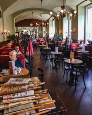Vienna in a frame ❤💐☕ @cafe_eiles #enjoyeiles #coffeeart #cafeeiles #altwienerisch #wien #vienna #eiles #wienerkaffeehaus #coffeetime #love #coffeelover...