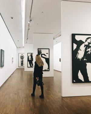Хорошее искусство позволяет вам входить в его сферу под множеством углов и выходить с многообразием взглядов.