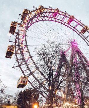 La noria más antigua del mundo está en #Viena. Es el icono del parque de atracciones Prater...