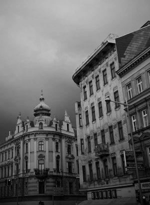 trotzdem oder deswegen schön? . . . #grey #grau #bnw #architecture #archidaily #blackandwhite #blackandwhitephotography #dark #dunkel #lauert...
