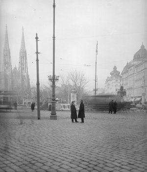 1911 – Als der Rooseveltplatz noch Maximilianplatz hieß. Die Votivkirche wurde zwischen 1856 und 1879 von Heinrich...