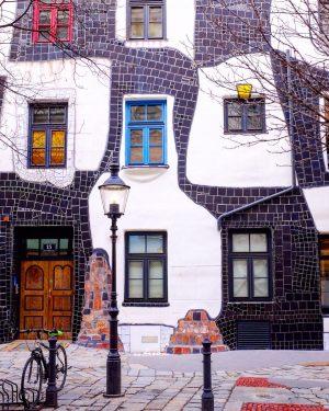 🦠œuvre protéiforme🎈on aime ou pas l'œuvre de Hundertwasser, mais on le reconnaît facilement! ...