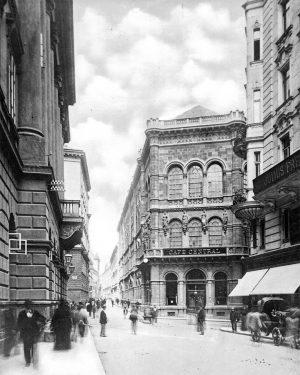 Das Café Central wurde 1868 im Gebäude der von Heinrich Ferstel erbauten Österreichisch-ungarischen ...