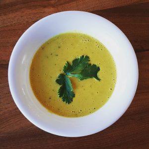 Freitagliebe ❤️ • Kichererbsen-Kokos-Suppe €3,50 • Shakshuka mit Hummus, Spiegelei und Gebäck €6,80 • Hamshuka (Rind) mit...