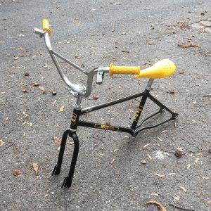childhood dream . . . #bikeshit #bmx #80ies #vintagebike #yellow #black #bmxbike #bmxlife #pictureoftheday #workinprogress