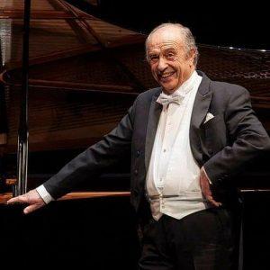 Das gestrige Solistenkonzert mit KS Leo Nucci und James Vaughan war eine wahre Sternstunde! Im Anschluss gratulierte...