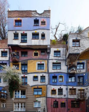 Hundertwasserhaus | Architect Friedensreich Hundertwasser | 1985 . Wohnhausanlage der Gemeinde Wien. . ...