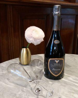 Produkt der Woche: Villa Franciacorta Emozione Brut Millesimato 2013 oder 2014. Der Schampus Italiens aus 85 %...