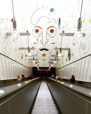 Ubahn fahren wird immer interessanter in Wien. Heute ein Ausflug nach Favoriten. #art ...