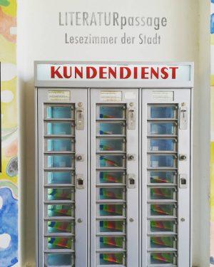 KUNDENDIENST #wien #vienna #wiendubistsoschön #wienlovers #österreich #art #museumsquartier #mqwien #automat #neverstopexploring #happylifeoutside