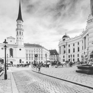 Have a nice Sunday 😊 #michaelerplatz #visitvienna #vienna🇦🇹 #viyana #vienne #wien #vienna_austria #life #vienna_go #vienna_city #viennanow #viennastravel