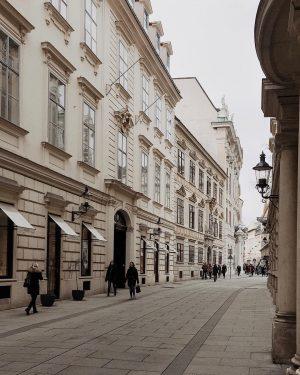 [Werbung/unbeauftragt] ..in den magischen Gassen von Wien ✨ #hometown #city #vienna #love #view #mood #butfirstcoffee Vienna
