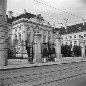 Das Josephinum beherbergt heute das Institut für Geschichte der Medizin der Medizinischen Universität Wien. Gegründet wurde es...