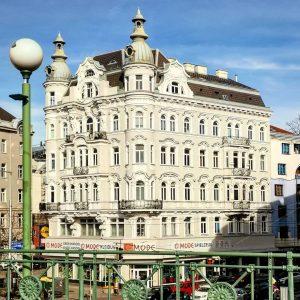 Die Gumpendorfer Straße wurde 1862 benannt zur Erinnerung an den alten Vorstadtnamen Gumpendorf. ...