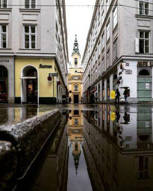 Hoffentlich haben alle ihren Regenschirm heute mit. 😉☂️ Die #Plankengasse, fotografiert von @jitusas ⠀ #wienstagram #rainyvienna #rainydays...