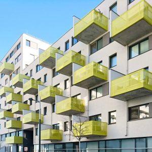 Balkone, Aspern #architektur #architecture #vienna #austria #igersvienna #vienna_austria #wien #österreich #wohnhaus #housing #nurderschönheitwegen #youshouldbettereatarchitecture #balkon