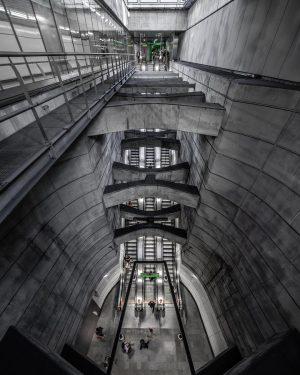 Convenience 📶 . . #vienna #austria #underground #urban #city #subway #metro #igersvienna #igersaustria ...