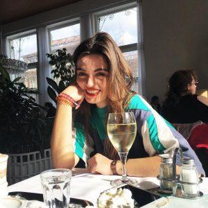 In Spritzer I believe!!! 🥂 #vienna #outandabout #mytinyatlas #sundayfunday #caféprückel #spritzer #selflove #truetaxi